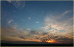 Красивый летний закат. Синее небо и черные тучи. Красивые фото закатов