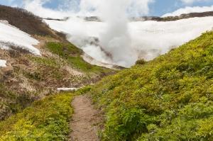 Спуск в кратер. Мини долина гейзеров