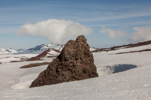 Зуб из застывшей лавы. На склоне вулкана Горелый. Камчатка