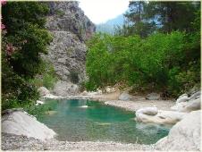 Горы фото высокого разрешения. Горная река со спокойной бирюзовой водой
