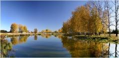 Осенний пейзаж с озером. Панорамные фотографии высокого разрешения. Фотопанорамы