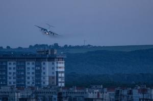 Заход на посадку ИЛ-76. Вечернее фото