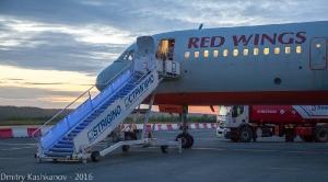 Подготовка самолета к ночному вылету в аэропорту Нижнего Новгорода. Фото