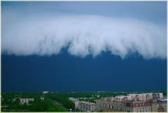 Облачный купол, нависающий над городом. Скоро грянет буря