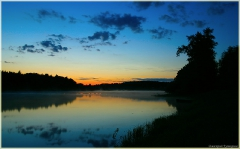 Ночной пейзаж. Ночное озеро. Отражение облаков