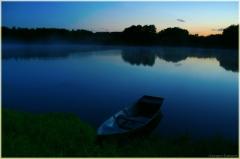 Ночной пейзаж. Озеро. Лодка у берега