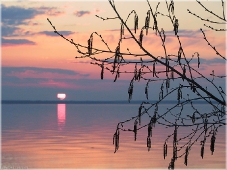 Закат солнца над Горьковским морем. Вечерний пейзаж