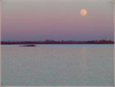 Луна над рекой. Волга. Восход Луны. Ночное фото