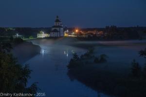 Ночное фото Суздаля. Река Каменка и Ильинская церковь