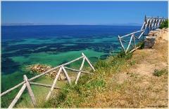 Заборчик на берегу моря. Купаться запрещено