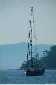 Морские пейзажи. Яхта под американским флагом