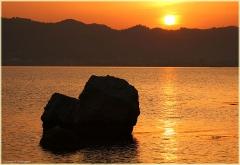 Морские пейзажи. Закат Солнца над заливом Мармариса. Фото закатов над морем