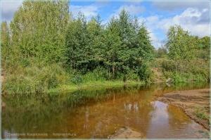 Фото ранней осени. Тихая лесная речка