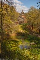 Осенний пейзаж. Деревянная церковь на пригорке