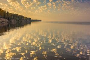 Осенний рассвет на Горьковском море. Фото