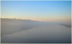 Утро на реке. Река Ока утром. Туман над водой. Утренний пейзаж