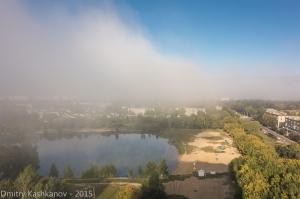 Утренний туман над озером. Фото с высоты