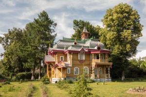 Музейный центр. г. Володарск. Старинный деревянный терем