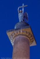 Ангел на вершине Александровской колонны. Дворцовая площадь. Фото