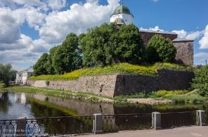 Фото Выборгского замка на острове