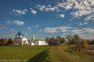 Суздальский Кремль, река Каменка и церковь Параскевы Пятницы