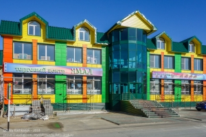 Поселок Тазовский. Торговый центр Ямал