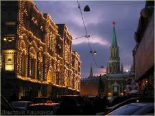 Здание ГУМа в огоньках. Кремль. Ночная Москва