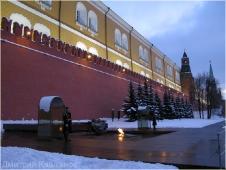 Вечный огонь у кремлевской стены. Ночная Москва Фото.