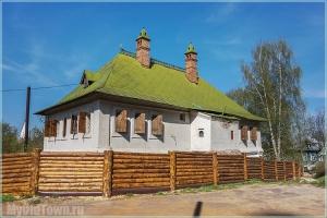 Гороховец. Дом Ершова за деревянным забором