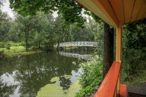 Фото с крыльца господской кухни. Горбатый мостик и верхний пруд