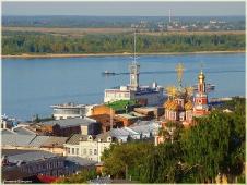 Виды Нижнего Новгорода. Речной вокзал и церковь на улице Рождественской