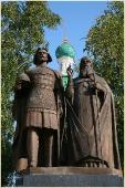 Памятник Георгию Всеволодовичу и Святителю Симону. Фото Нижнего Новгорода. Нижегородский Кремль