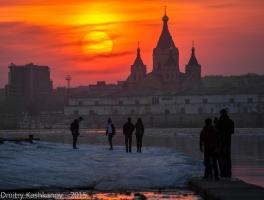 Закат над Собором Александра Невского. Вид с Нижне-Волжской набережной