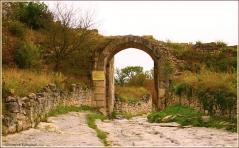 Чуфут кале. Ворота древнего пещерного города. Крым. Бахчисарай
