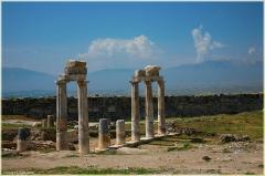 Колонны античного храма. Фото высокого разрешения. Хиераполис. Турция