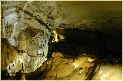 На краю бездны. Мраморная пещера в Крыму. Фото пещер
