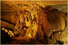 Известковые образования в пещерах. Мраморная пещера в Крыму. Фото пещер
