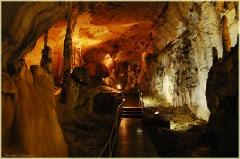 Экскурсия в пещеру. Подземный туристический маршрут. Мраморная пещера в Крыму. Фото пещер