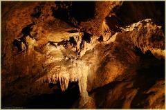 Свод пещеры со сталактитами. Красная Пещера В Крыму. Фото пещер