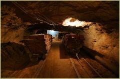 Вагонетки с гипсом. Пешелань. Подземный музей в шахте. Затерянный мир. Красивые фото высокого качества