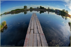 Мостки над озером. Фото Фишай