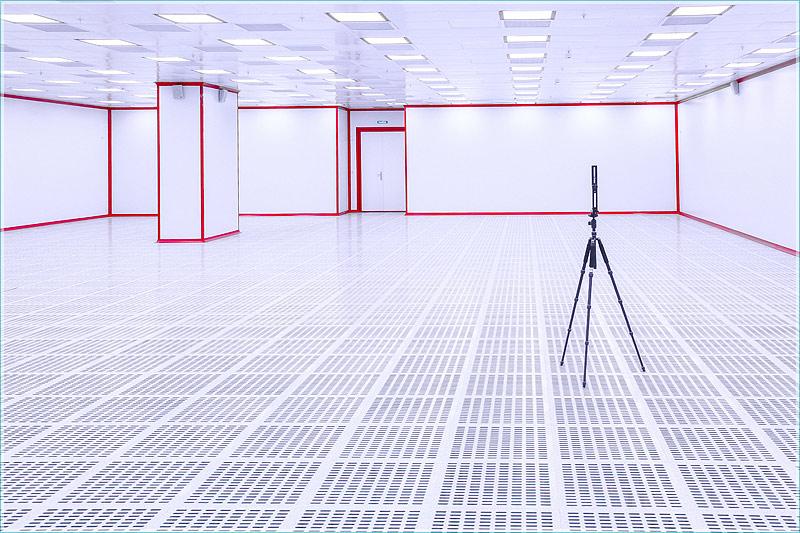 фотосъемка в чистом помещении. фотография штатива с установленной панорамной головкой