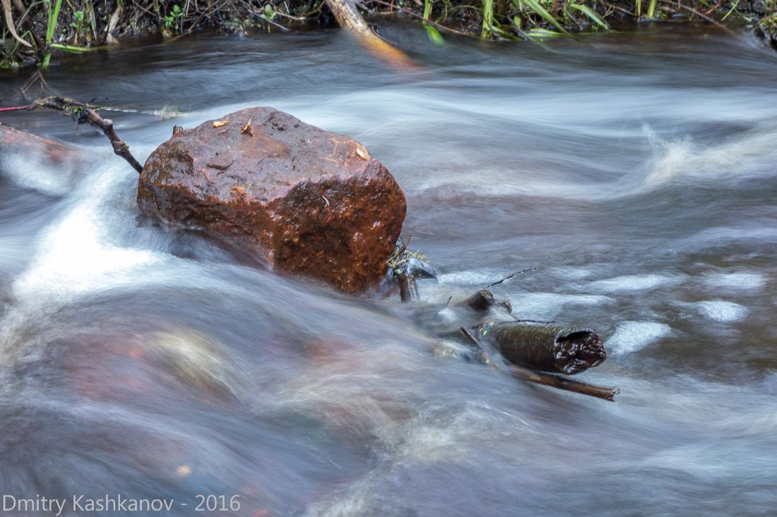 Фотография бурного потока. длинная выдержка - необычная фотография