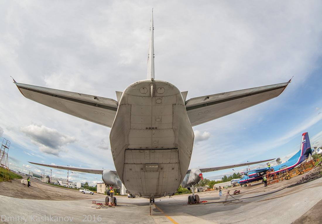 споттинг 2016 в нижегородском аэропорту. самолет Ан-26. Вид сзади