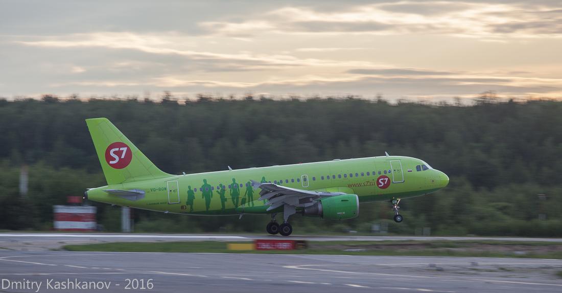 споттинг 2016 в нижегородском аэропорту. Посадка самолета S7. Фото