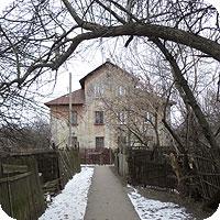 Как снимать старые здания ранней весной